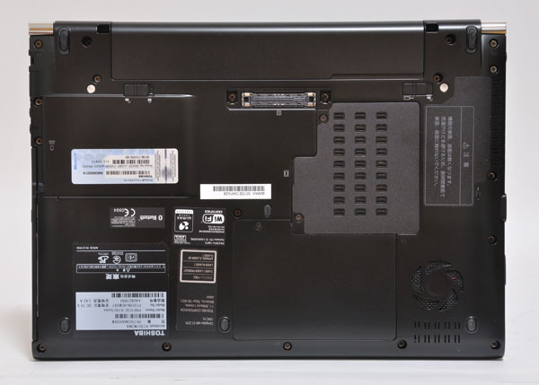 dynabook R730の底面