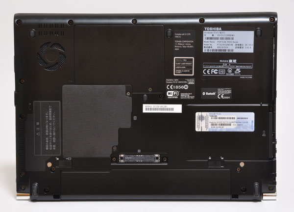 dynabook R731の底面
